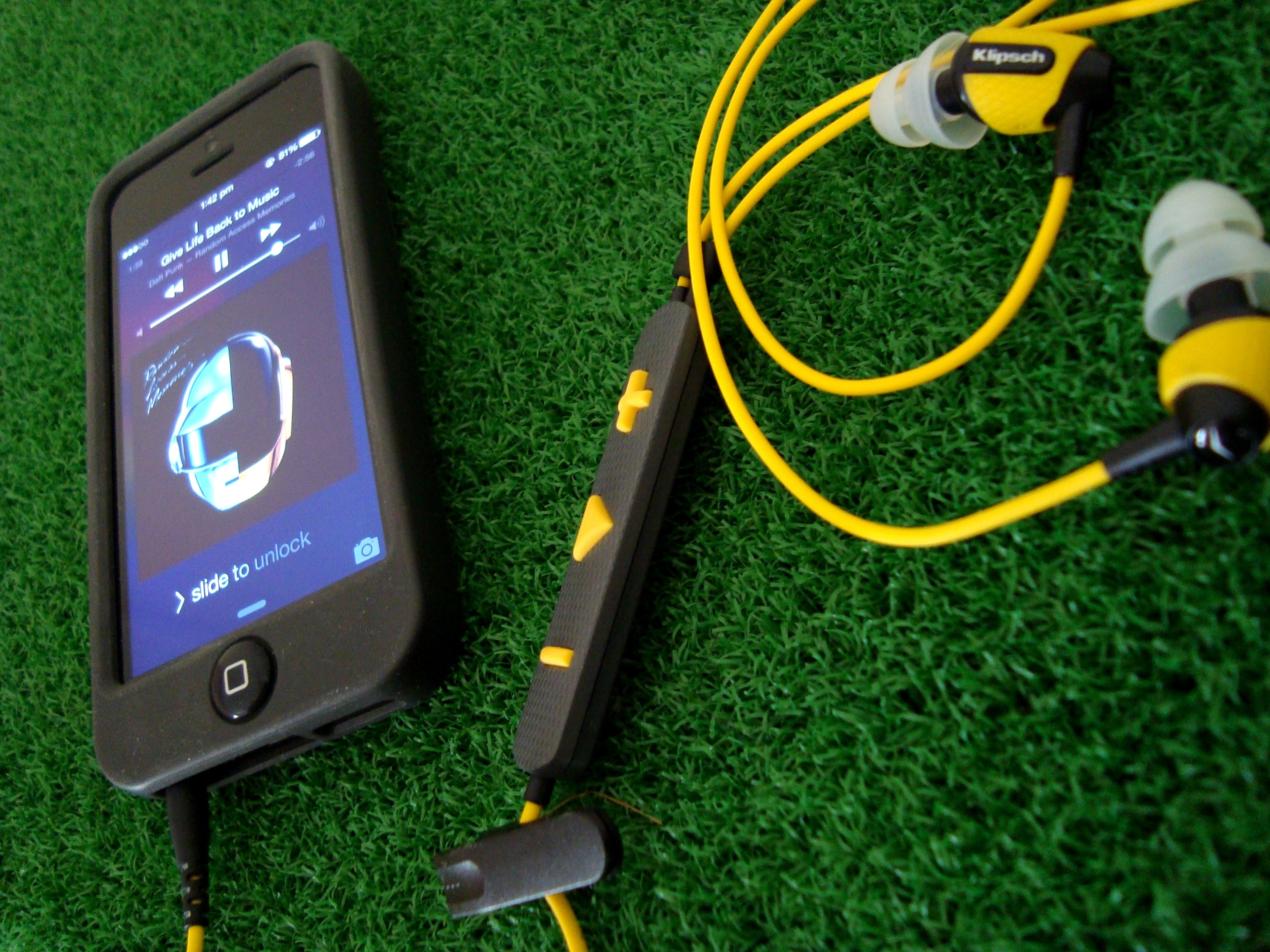 Klipsch S4i Rugged Earphone Connected To An IPhone 5 Playing Daft Punk